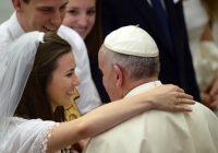 7 найцікавіших тез Папи Франциска про подружжя