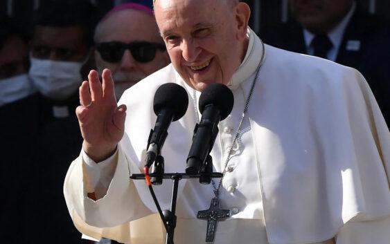 Папа роздумує, що робити з католицькими політиками, які підтримують аборти