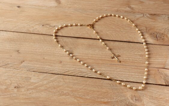 Як почати молитися? 4 книги, які відкриють вас на діалог із Богом
